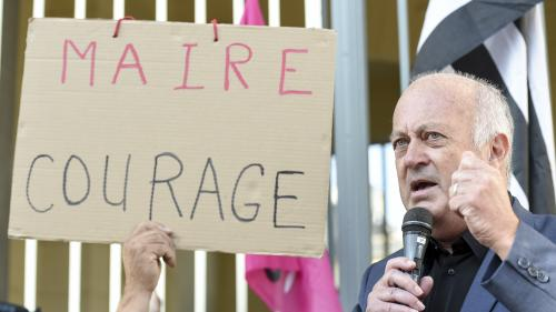 """Arrêté anti-pesticides: """"J'invite tous les maires de France à prendre le même arrêté"""", lance le maire de Langouët"""