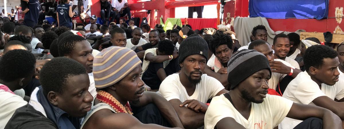 """Un accord européen a été trouvé pour répartir les migrants de l'""""Ocean Viking"""", la France en accueillera 150"""