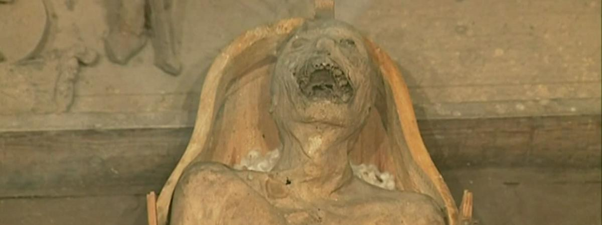 Les mystérieuses momies de la collégiale de Saint-Bonnet-le-Château dans la Loire