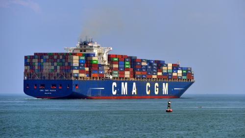 """""""Réduire la vitesse des navires marchands"""": cinq questions sur la mesure pour le climat défendue par Macron au G7"""
