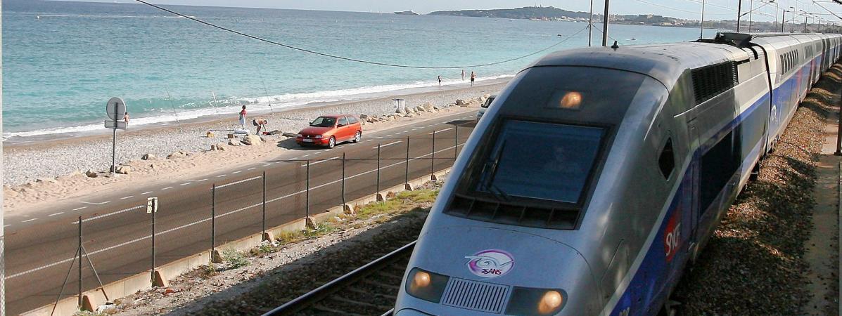 SNCF : plusieurs trains supprimés ou retardés dans les Alpes-Maritimes et dans le Var après la mort d'un ho...