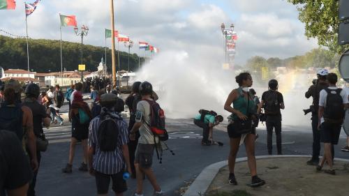 G7 : des centaines d'opposants au sommet manifestent à Bayonne malgré un important dispositif policier