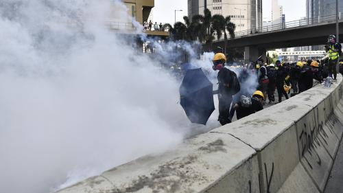 DIRECT. A Hong Kong, policiers et manifestants s'affrontent à nouveau