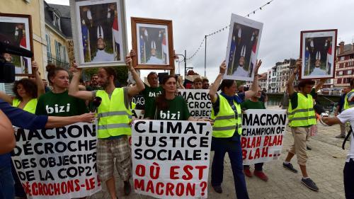 """DIRECT. Sommet du G7 : la """"marche des portraits"""" débute à Bayonne, les dirigeants en pleine séance de travail à Biarritz"""