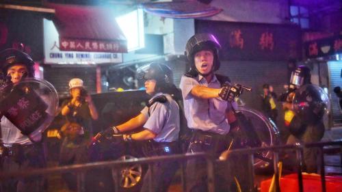 Hong Kong : le recours aux canons à eau et tir de semonce justifié par la violence des manifestants, affirme la police