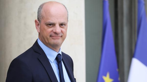 """Jean-Michel Blanquer promet une hausse """"en moyenne de 300 euros"""" par an du salaire des professeurs en 2020"""