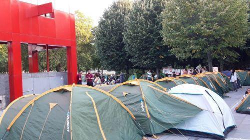 """Paris : 150 migrants évacués du parc de la Villette, où ils campaient """"pour être visibilisés"""""""
