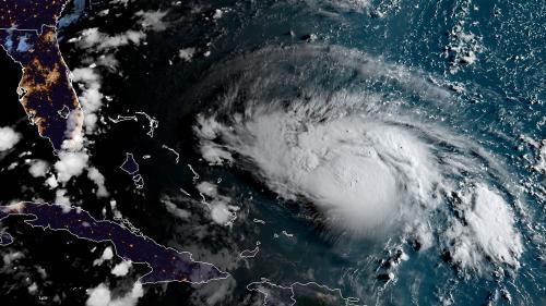 """Dorian devient un ouragan """"majeur"""" de catégorie 3 et présente une """"menace importante"""" pour la Floride et le nord des Bahamas"""