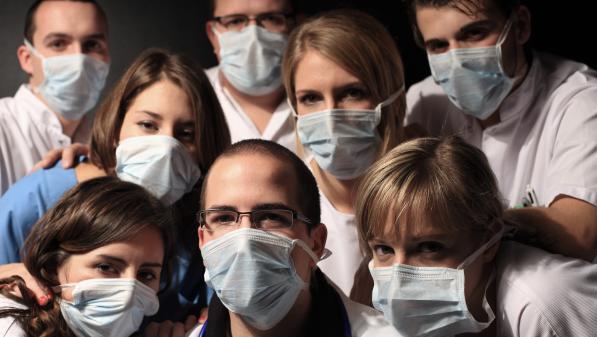 """Frais complémentaires """"illégitimes"""" des étudiants infirmiers : la Fnesi a déposé une requête en justice à Paris et Nantes"""