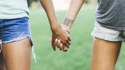 """Absence de """"gène gay"""", influence du vécu... Une nouvelle étude se penche sur ce qui détermine l'orientation sexuelle"""