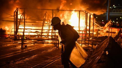 DIRECT. Hong-Kong : des affrontements ont lieu près du Parlement en marge de la manifestation, interdite par les forces de l'ordre