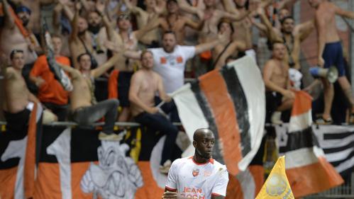 """""""Courage aux LGBT+ et nique la LFP"""": les supporters de l'équipe de foot de Lorient répondent à la polémique sur les banderoles homophobes"""