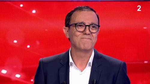 """VIDEO. """"Merci aussi aux boules noires !"""": Thierry Beccaro fait ses adieux émouvants après la dernière de """"Motus"""" sur France2"""