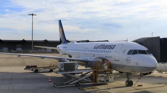 Un avion posé sur le tarmac de l\'aéroport Saint-Exupéry, à Lyon (Rhône), le 9 septembre 2018.
