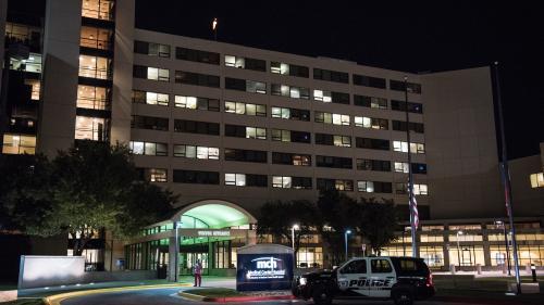 """Etats-Unis : au moins cinq morts dans une fusillade """"à l'aveugle"""" au Texas, le suspect abattu"""