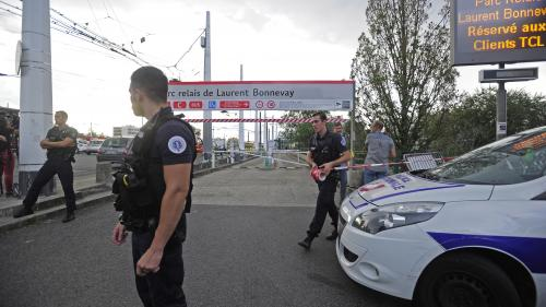 """DIRECT. Attaque au couteau à Villeurbanne: l'assaillant présente """"un état psychotique, avec un délire paranoïde"""""""