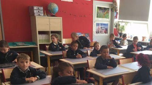 Metz : un groupe scolaire privé remet la blouse au goût du jour pour la deuxième année consécutive (et ça ne pose aucun problème)