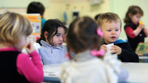 L'instruction devient obligatoire dès 3 ans : est-ce illégal de ne pas envoyer ses enfants à l'école maternelle?