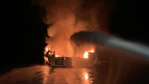Etats-Unis : un bateau en feu avec 34personnes à bord au large de la Californie, les autorités redoutent un lourd bilan