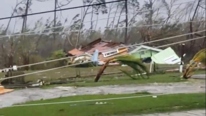 VIDEOS. L'ouragan Dorian sème le chaos aux Bahamas avec des vents à près de 300 km/h