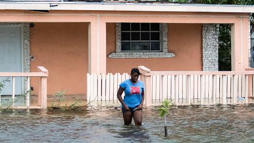 DIRECT. L'ouragan Dorian, qui a fait au moins 5morts, est rétrogradé en catégorie3