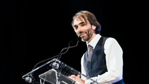 """DIRECT. """"Je veux être le premier maire véritablement écologiste de Paris"""" : Cédric Villani officialise sa candidature aux municipales dans la capitale"""