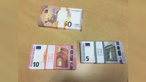 """La France connaît une explosion de la """"movie money"""", ces grossiers faux billets qui piègent les commerçants"""