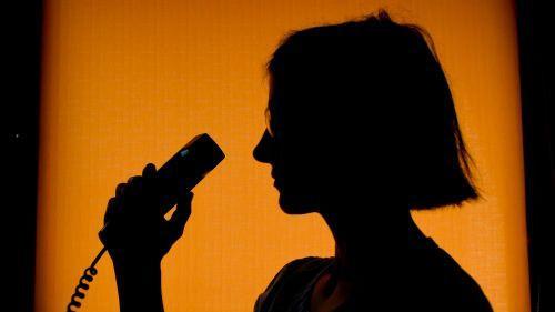 Violences conjugales : pourquoi le 3919 ne fait pas partie des numéros d'appel d'urgence ?