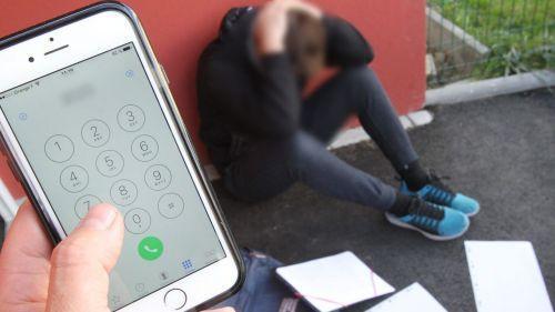 """""""Si tu le dis, je te jure que toute la classe va être sur ton dos"""" : une mère révèle les SMS de menaces que son fils de 12 ans reçoit d'un collégien qui le harcèle"""