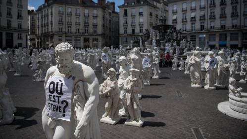 Voyage à Nantes : les statues blanches quittent la Place Royale et sont à vendre