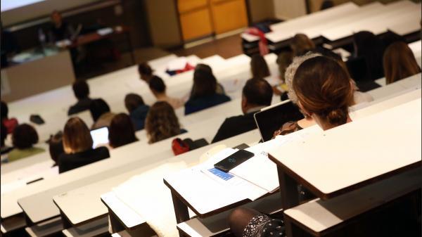 """Une étude sur les différences entre """"Caucasiens"""" et """"Africains"""" a-t-elle été présentée à des étudiants à Paris ?"""