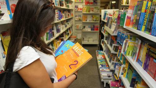 """""""On a explosé le compteur des photocopies"""" : dans de nombreux lycées, les élèves n'ont pas reçu leurs manuels scolaires"""