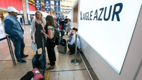 """VIDEO. """"On avait réservé depuis janvier"""" : des vacanciers dans l'impasse face aux difficultés d'Aigle Azur"""