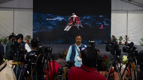 VIDEO. L'Inde dit avoir perdu le contact avec sa sonde qui devait alunir