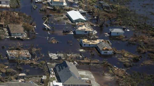 """""""Nous avons commandé une grande quantité de sacs mortuaires"""" : les Bahamas vacillent face à l'ampleur des dégâts causés par l'ouragan Dorian"""