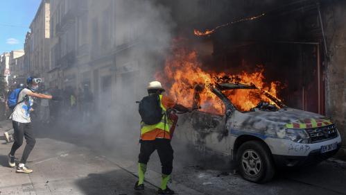 """""""Gilets jaunes"""" : une voiture de police incendiée à Montpellier, des heurts à Rouen et 55verbalisations àParis"""