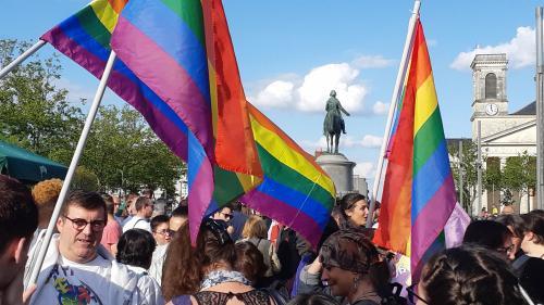"""Attaque d'un stand LGBT en Vendée: douze étudiants condamnés pour """"entrave à la manifestation"""", mais relaxés pour """"injure homophobe"""""""