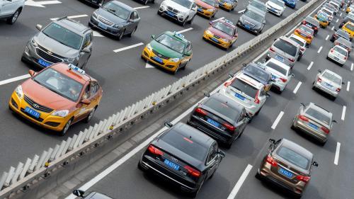 L'ensemble des voitures vendues par les grands constructeurs en 2018 vont polluer autant que tous les habitants de l'Union européenne en un an, affirme Greenpeace