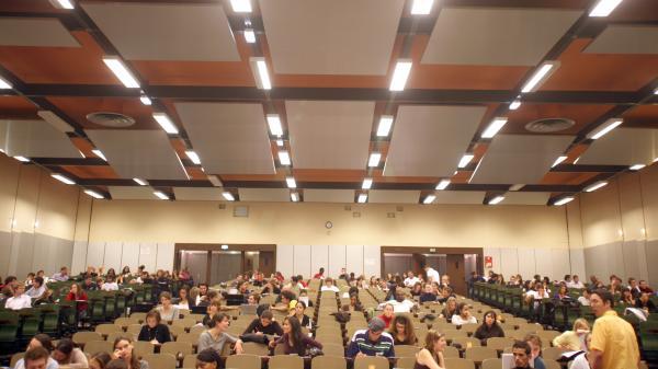Hausse des frais d'inscription des étudiants étrangers : les universités résistent