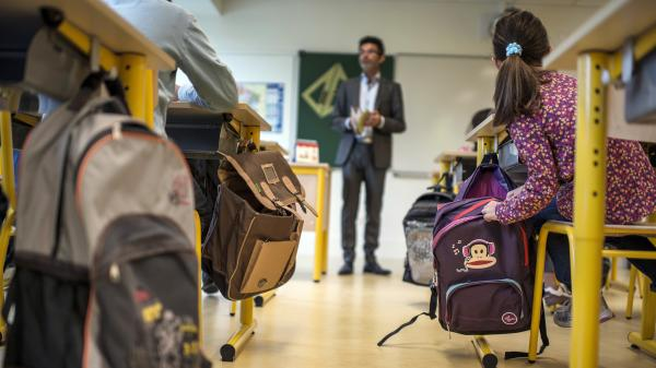 Les enseignants du primaire en France sont moins bien payés que leurs homologues occidentaux, selon l'OCDE