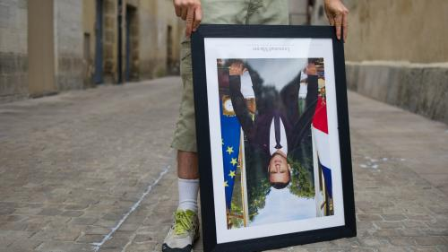Nancy : deux militants écologistes interpellés en possession de six portraits d'Emmanuel Macron décrochés cet été