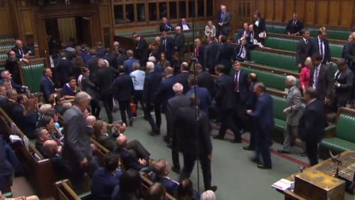 VIDEOS. Brexit : les six moments de tension de la nuit qui a abouti à la suspension du Parlement britannique