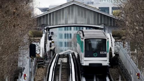 """Grève à la RATP vendredi : """"Je pense qu'il n'y aura quasiment pas de métro et de RER et beaucoup moins de bus que d'habitude"""""""