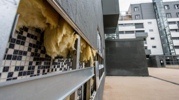 Travaux de rénovation énergétique à la Cité Glacière, à Paris, le 18 mars 2019