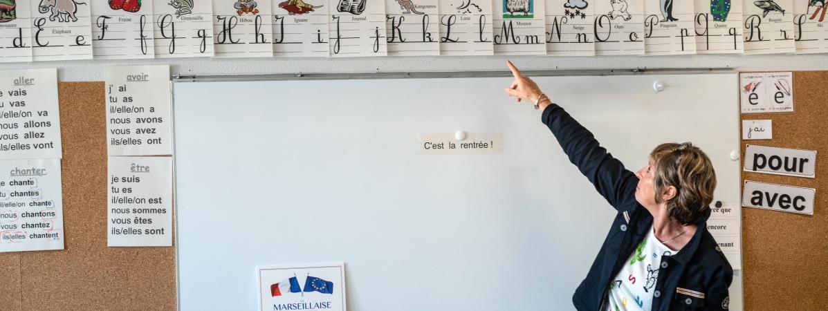Non, les profs de lycée ne gagnent pas 3 850 euros par mois