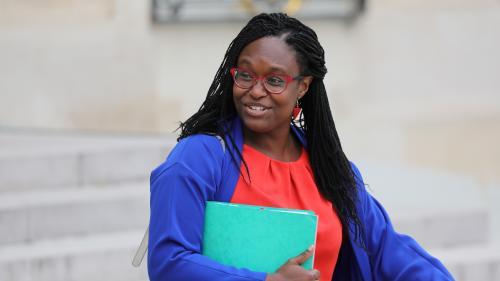 """Grève à la RATP: Sibeth Ndiaye utilisera sa voiture de fonction mais sera """"de tout cœur"""" avec les usagers"""