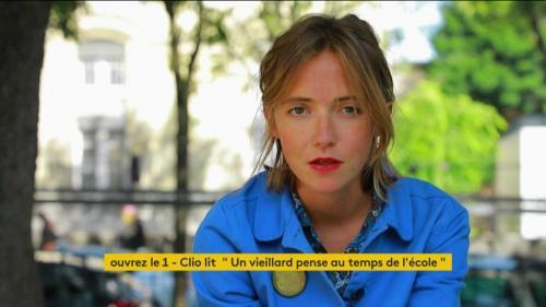 """VIDEO. La chanteuse Clio lit """"Un vieillard pense au temps de l'école"""" du poète américain Walt Whitman"""
