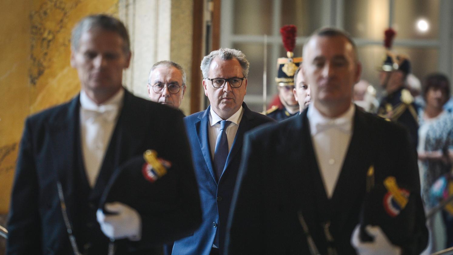 Soutien, embarras ou appel à la démission : la classe politique divisée sur le cas Richard Ferrand - franceinfo