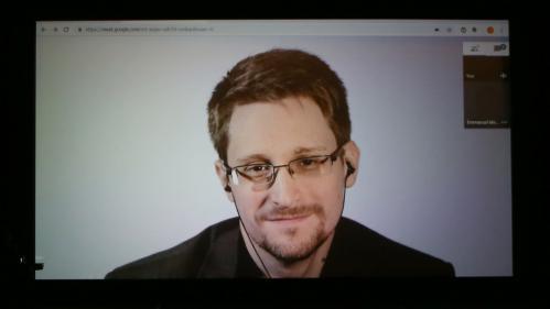 """""""J'aimerais beaucoup que Monsieur Macron m'accorde le droit d'asile"""" déclare Edward Snowden"""