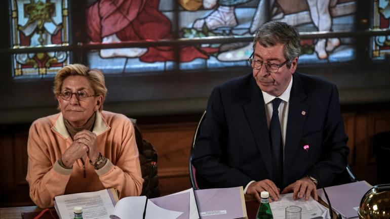 Isabelle et Patrick Balkany, lors d\'un conseil municipal à Levallois-Perret (Hauts-de-Seine), le 15 avril 2019.